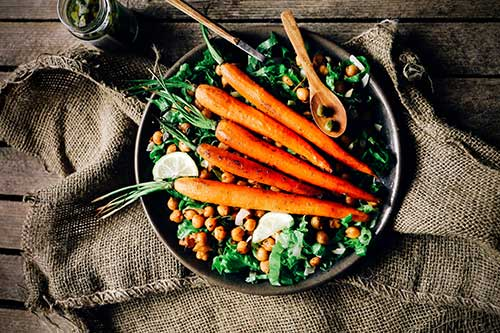 foodweb-carrots-on-a-chickpeas-salad-(2)